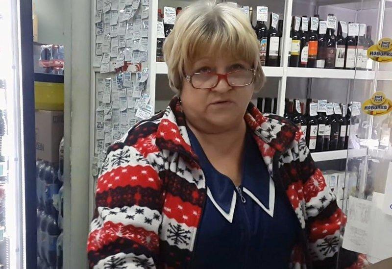 Продавщица нижегородского магазина попалась на продаже болельщикам проколотых презервативов