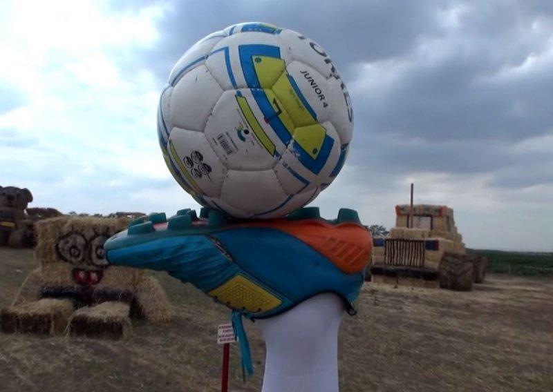 На Ставрополье уже поставили памятник ноге Акинфеева