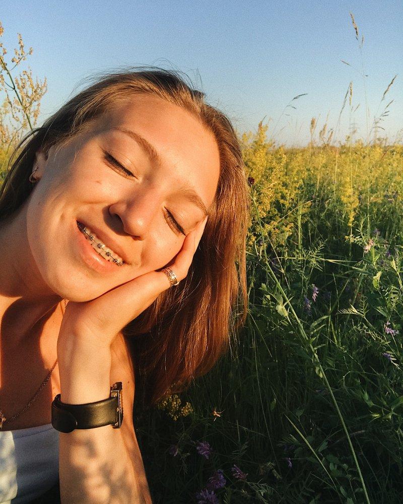 Жить в Якутии: летом свои страдания, демонстрирует девушка с замерзшими ресницами