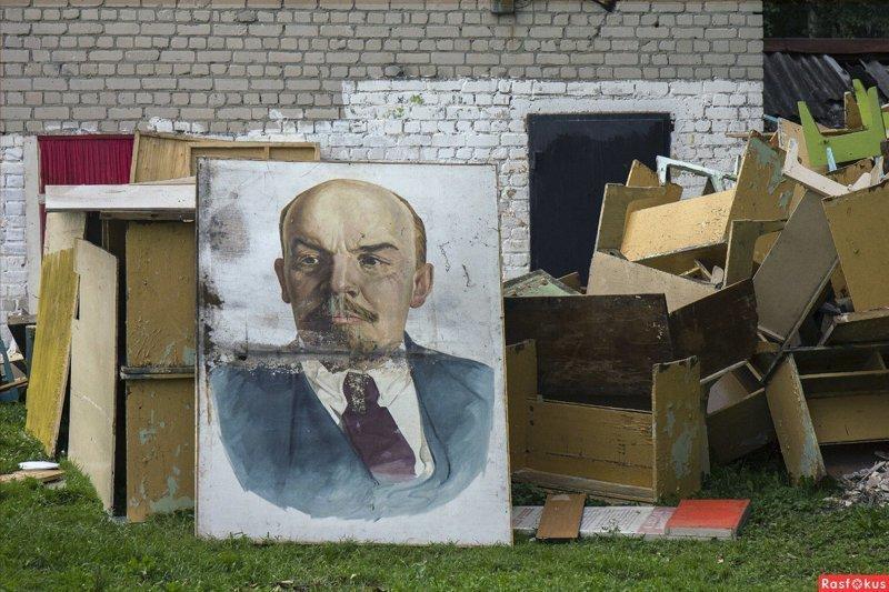 Дедушку Ленина почти повсеместно уже отправили на свалку истории...