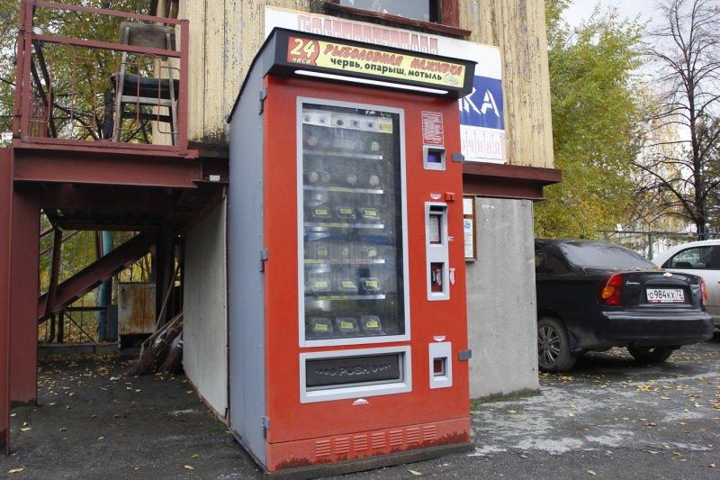 Да что там магазины... У них и торговые автоматы свои уже имеются!