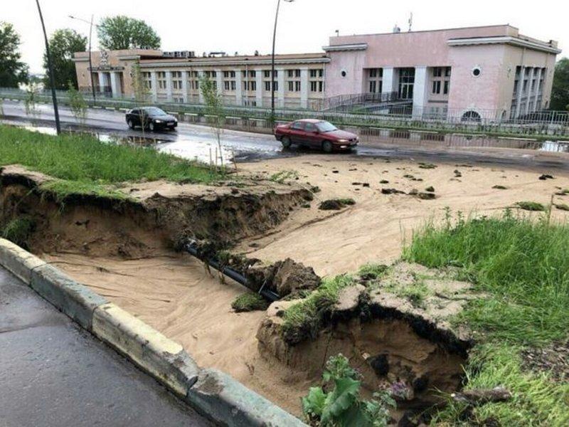 Облагороженную к ЧМ-2018 набережную в Нижнем смыло сильным дождем
