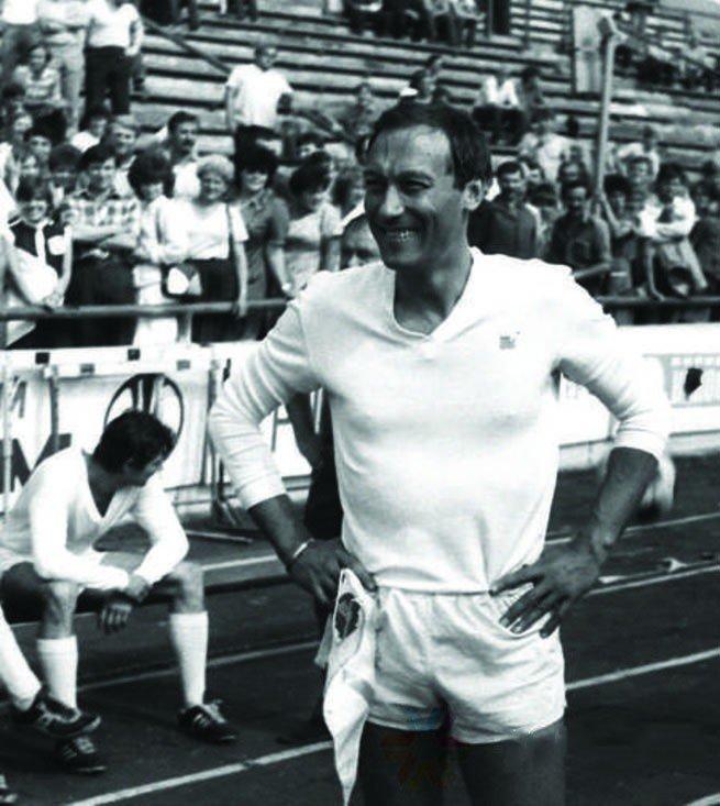 Олег Янковский играет в составе той же футбольной команды, 1986 год