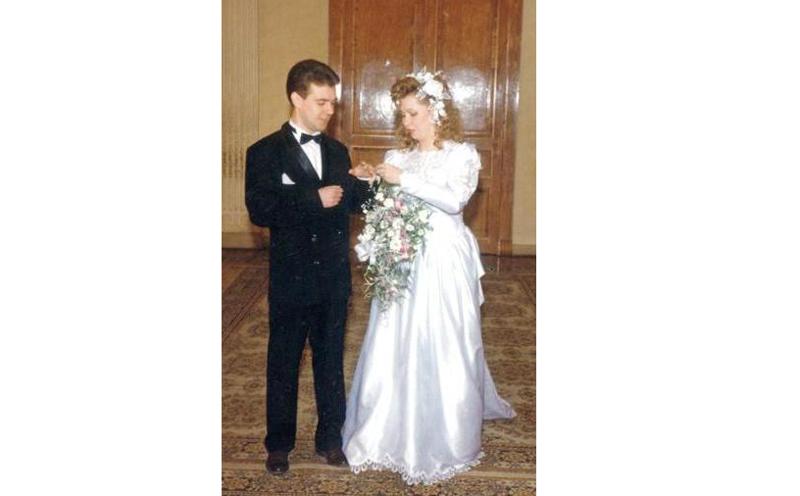 Премьер-министр Дмитрий Медведев и его жена Светлана Линник, 1993 год