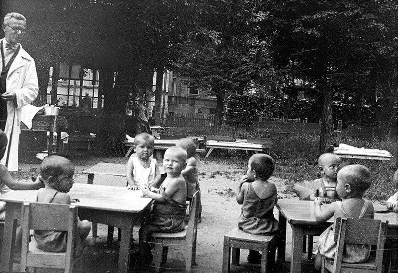 """Начнем с детских садов - """"ростков коммунизма"""""""
