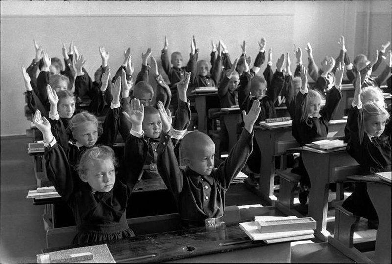 К началу 40-х коммунисты объявили, что решили проблему безграмотности