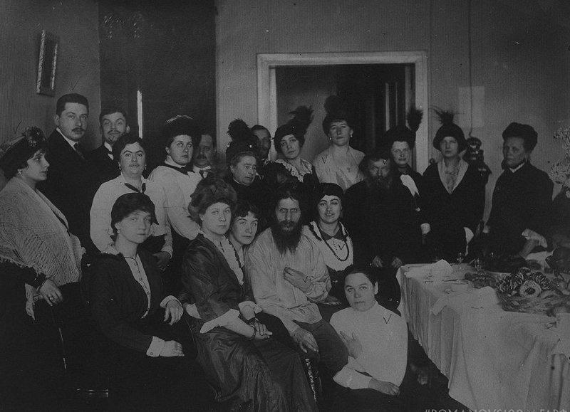Царица Александра Федоровна посещает Распутина перед его убийством в декабре 1916 года