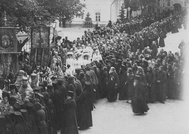 Сотни тысяч жителей России выходили на улицы, чтобы хоть раз в жизни увидеть царя