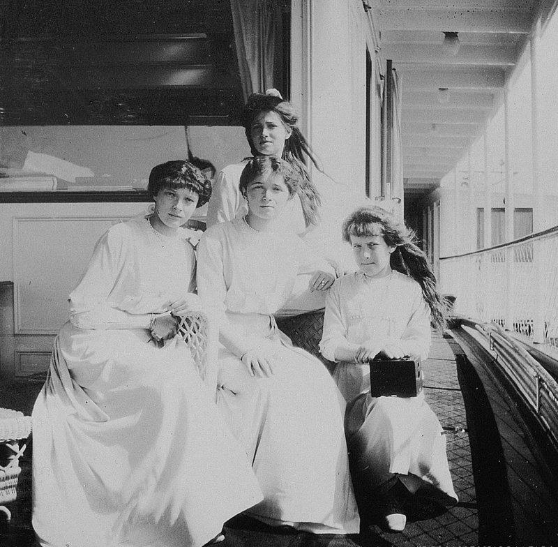 Царевны Ольга, Татьяна, Мария и Анастасия совершают круиз в честь 300-летия дома Романовых. Май 1913 года