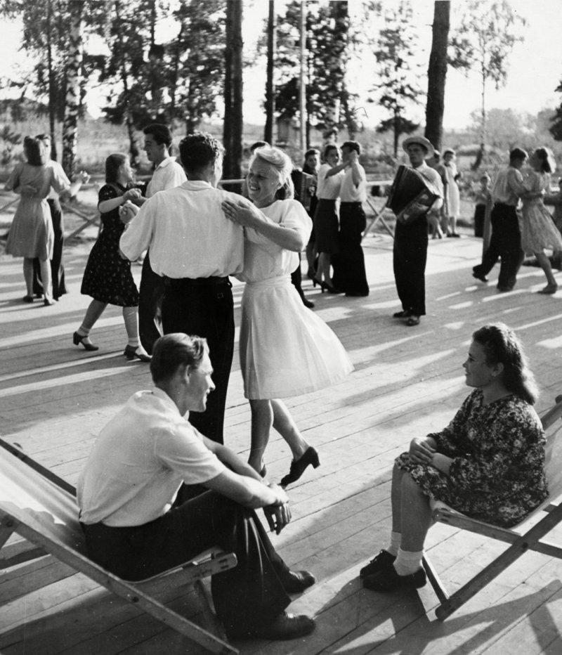 А вечером - танцуют все!