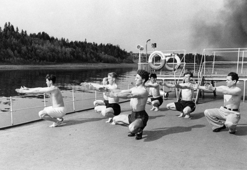Зарядка у юношей, 1951 год