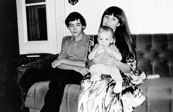 Такие разные дети: Наталья Варлей с сыновьями Александром и Василием