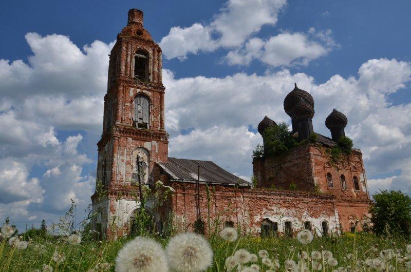 Богоявленская церковь в деревне Семендяево была построена в 1786 году