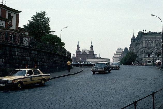 Васильевский спуск в Москве, в 1983 году немноголюдно