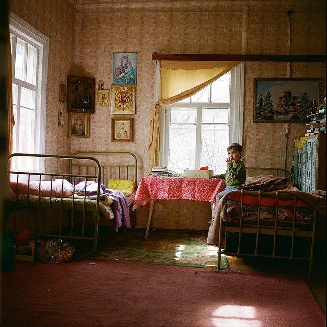 Ваня сидит дома