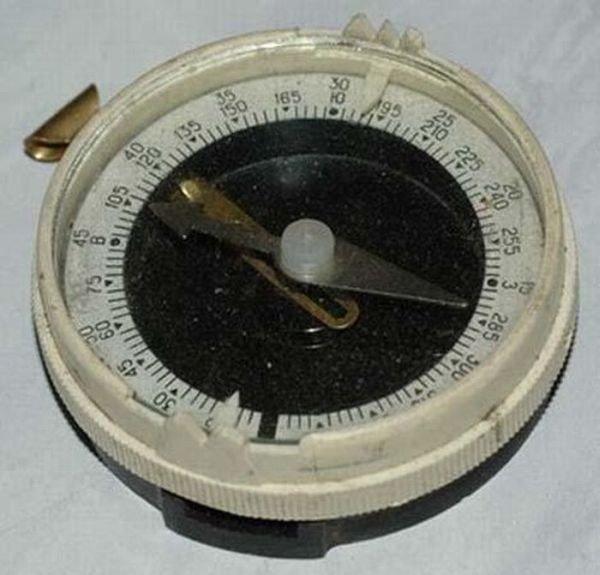 Все дети мечтали иметь такой компас и постоянно сверялись с ним