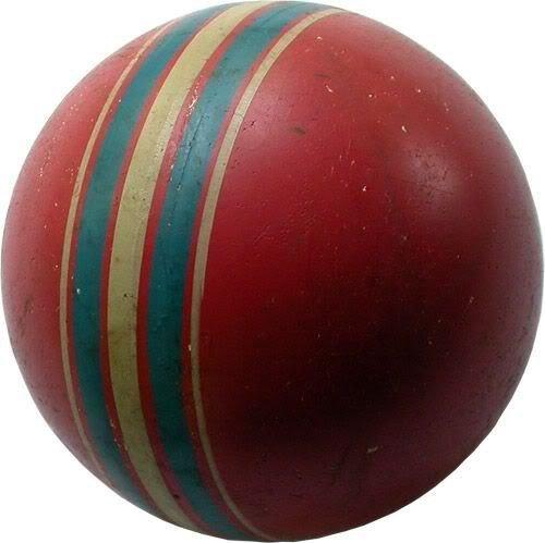 Такой резиновый мяч с полосочкой был почти у всех