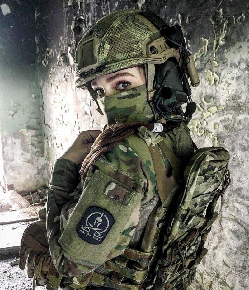 в военной форме онлайн так