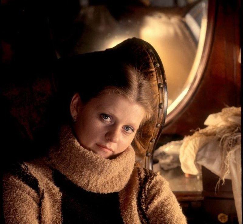 2. Ирина Муравьева в теплом свитере