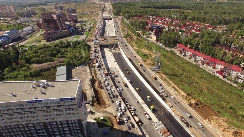 В настоящее время на Калужском шоссе по две полосы в каждую сторону.