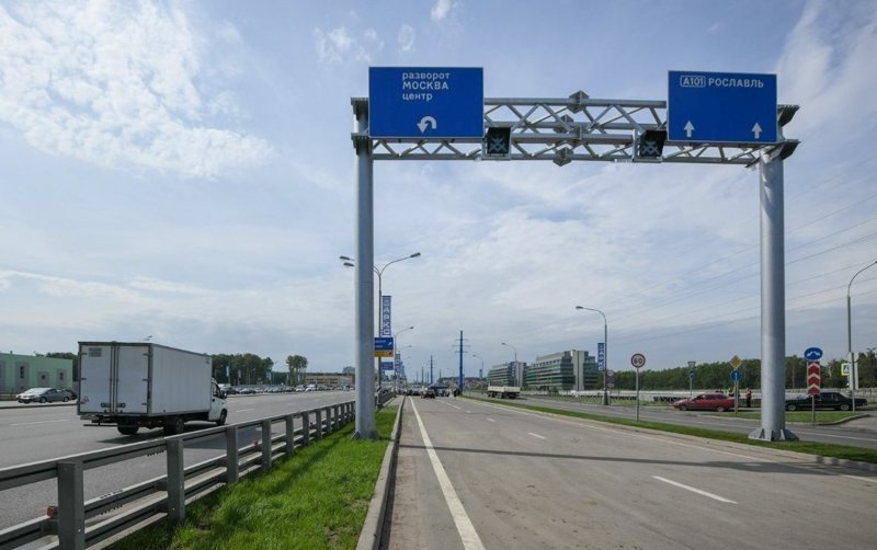 Недавно мэр Москвы открыл на Калужском шоссе разворотный тоннель, длинной 662 метра, и надземный пешеходный переход.