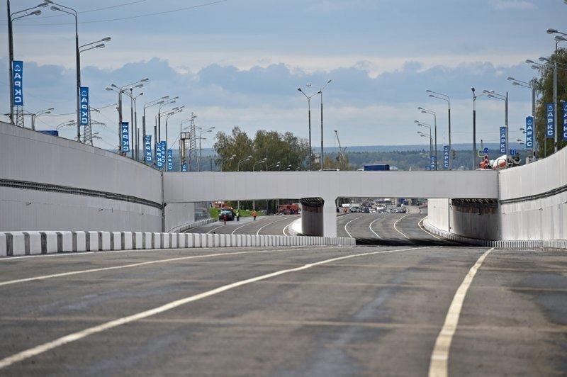Мэрия также предупреждает, что участок 22-го км дублера Калужского шоссе полностью закроется с 1 августа по 30 октября 2018 года в связи с ремонтными работами.