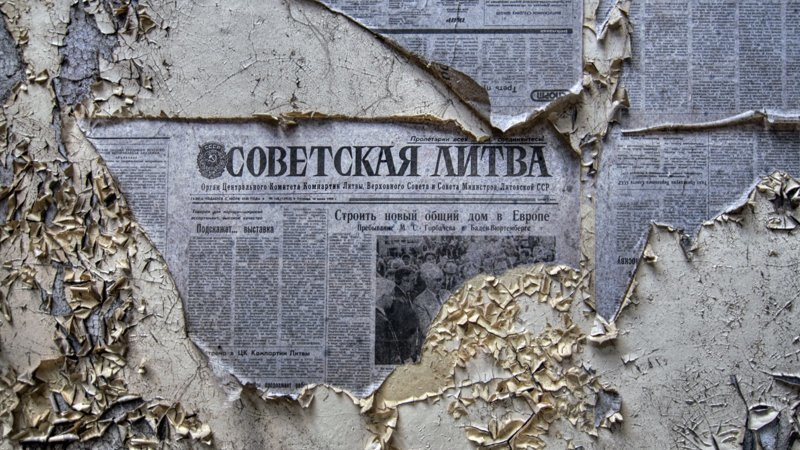 Стоит ли клеить газеты под обои или это пережиток СССР?