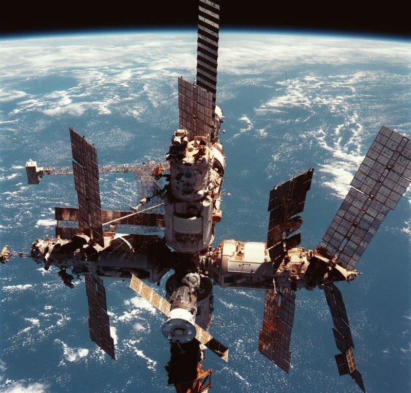 Орбитальная станция «Мир» - космический дом