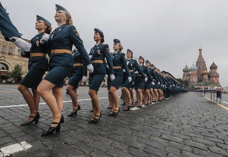 На Красной площади прошел парад выпускников МЧС