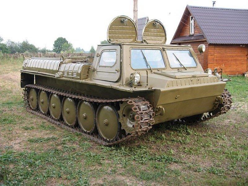 Гусеничный вездеход ГАЗ-71 умеет плавать и поднимает до 1 тонны