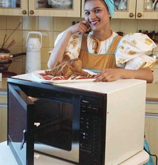 Каждая уважающая себя женщина требовала микроволновую печь