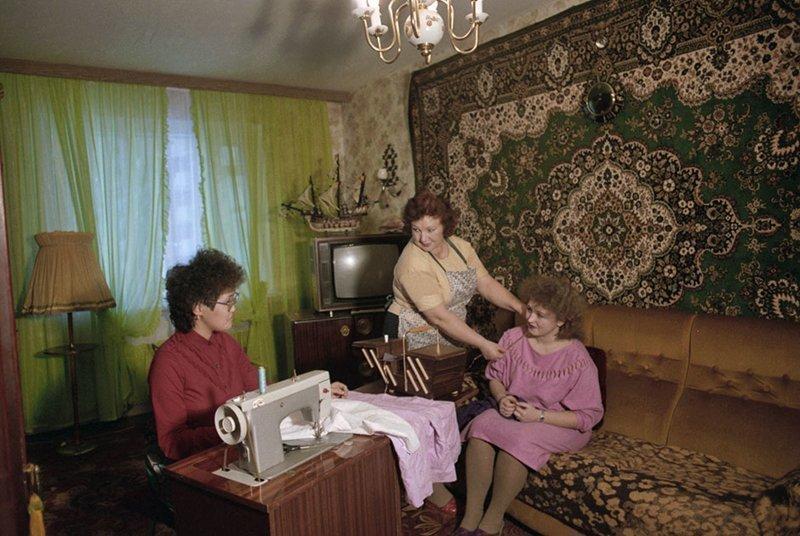 На леопардовый диван мог присесть только почетный гость