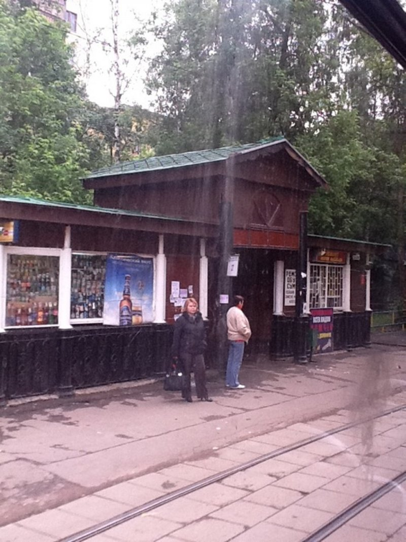 Архитекторы спасли чугунную остановку трамвая в Москве, но откроют там «общепит»