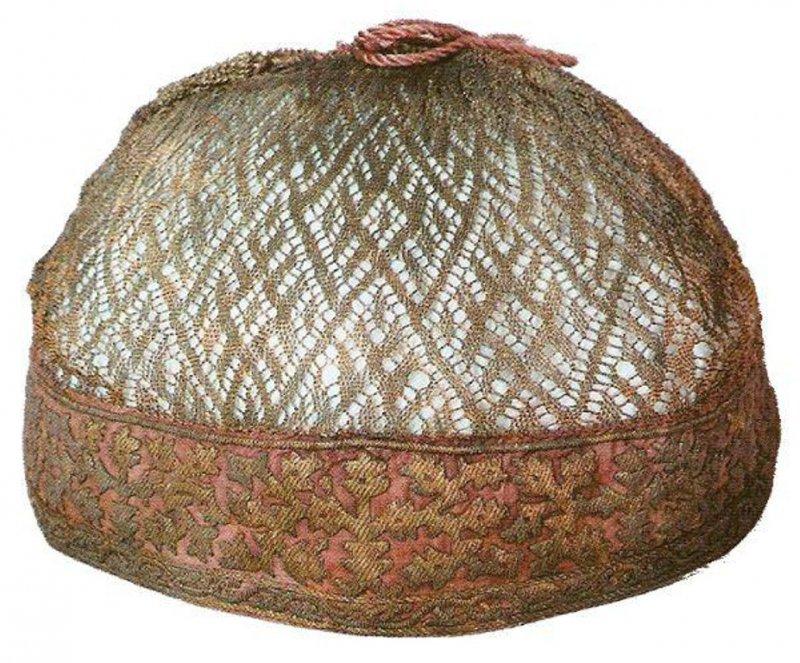 Волосник - женский головной убор, сетка из золотой или серебряной нити с ошивкой (чаще не праздничный, как кика, а каждодневный), род шапочки