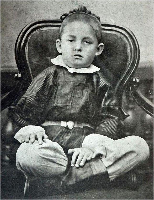 Константин Эдуардович Циолковский. Философ-космист. Тут ему всего 5 лет!