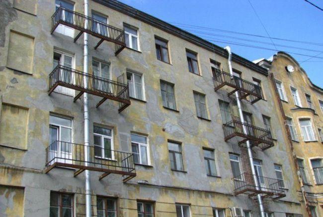 Так у вас квартира с балконом или нет?