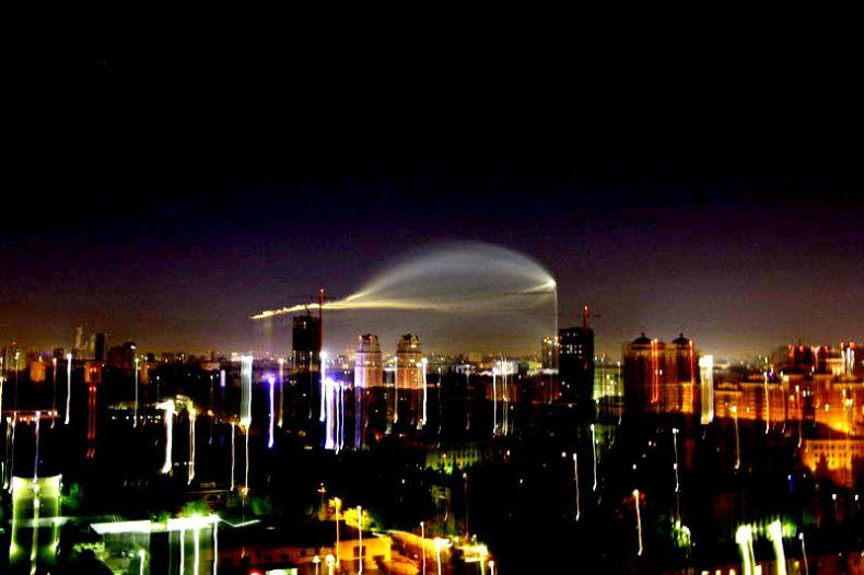 Стоит заметить, что Москву регулярно посещают НЛО, похожие на облака или выбросы промышленных предприятий.