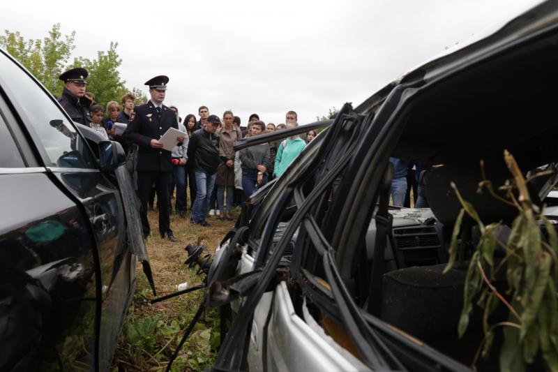 Первую выставку разбитых автомобилей открыли в Иркутске