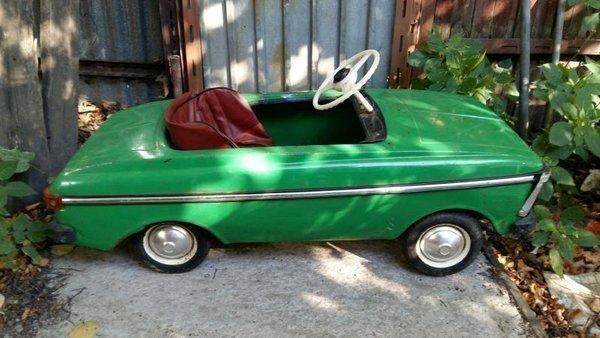 Как выглядели детские педальные машинки в СССР?