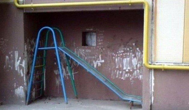 Когда дети во дворе слишком активные и все портят