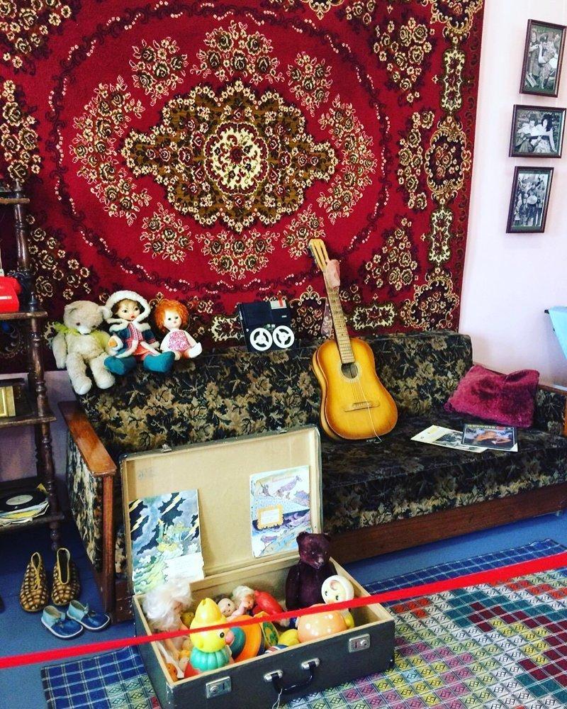 Ковры, игрушки, музыкальные инструменты и другие вещи служат своим владельцам до сих пор
