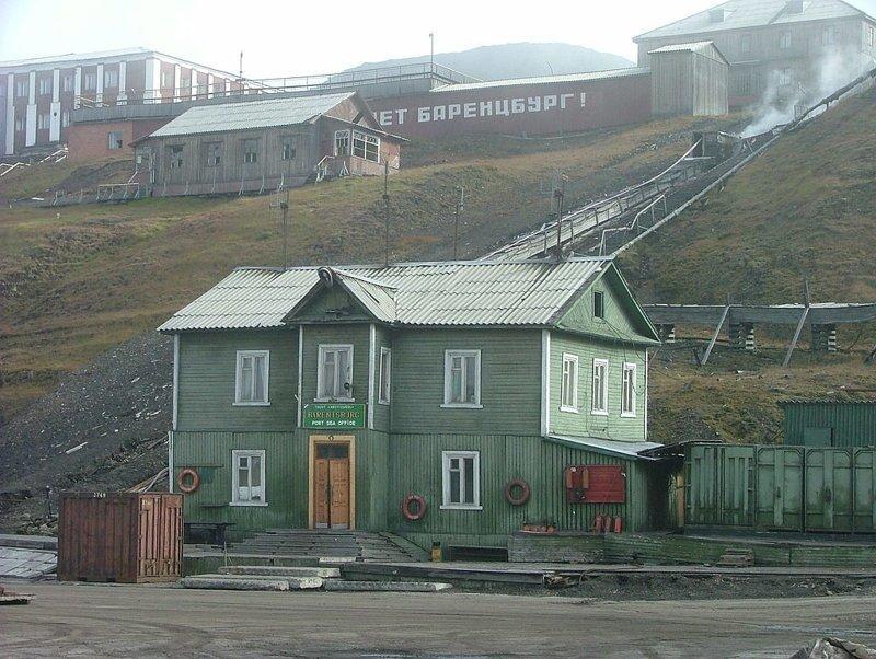 2. Баренцбург - российский поселок на архипелаге Шпицберген.