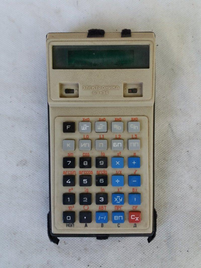 Вот такой вот он был, первый советский научный калькулятор с многочисленным набором очень умных функций.