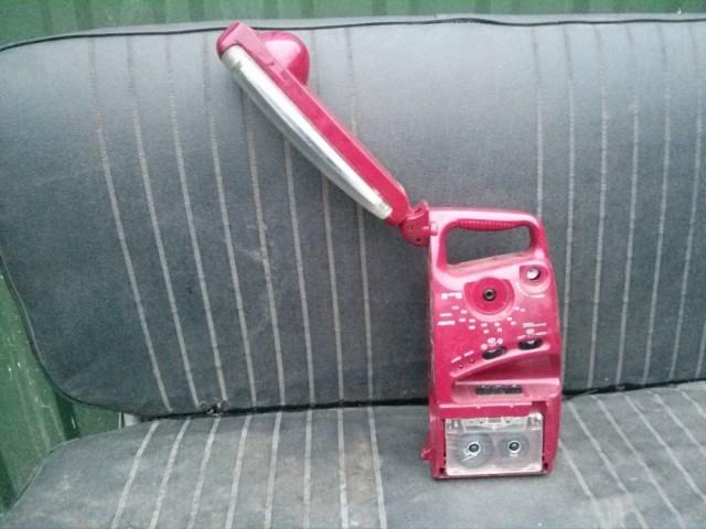 Этот замечательный фонарь-кассетник отличался необычным дизайном