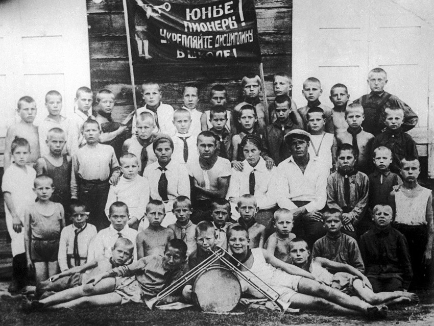 Один из первых снимков пионеров. Сделан в Новосибирске, в 1925 году