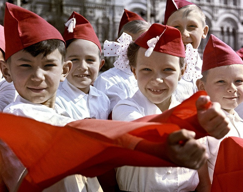 Многих школьников принимали в ряды организации на Красной площади