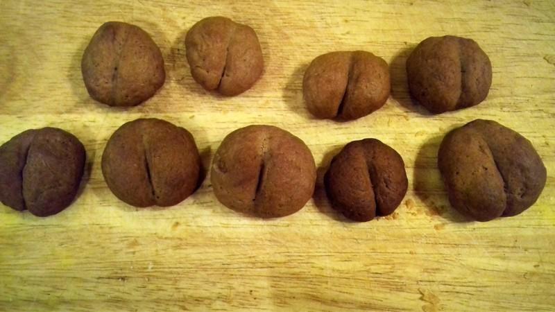 Милые печеньки должны напоминать кофейные зерна, на поминают об отдыхе на Гавайях