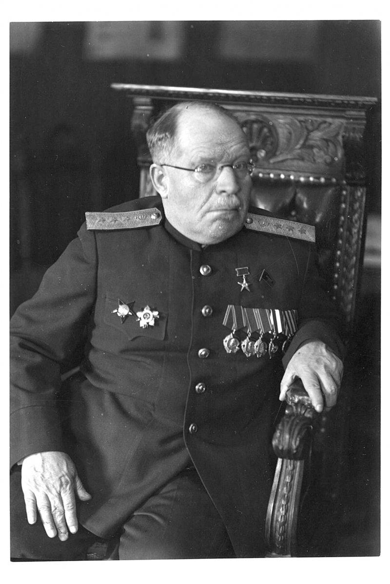 Николай Нилович Бурденко (1876 - 1946)