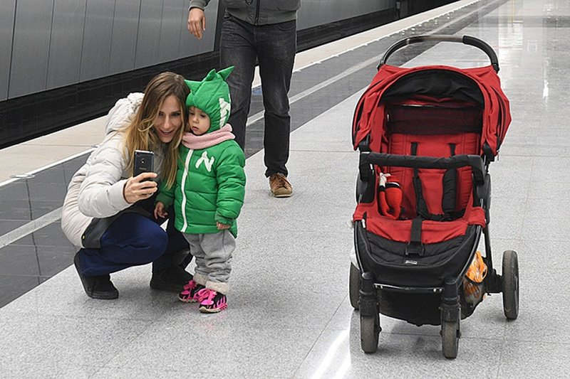Минтранс не стал делать из мам с колясками нелегалов в метро
