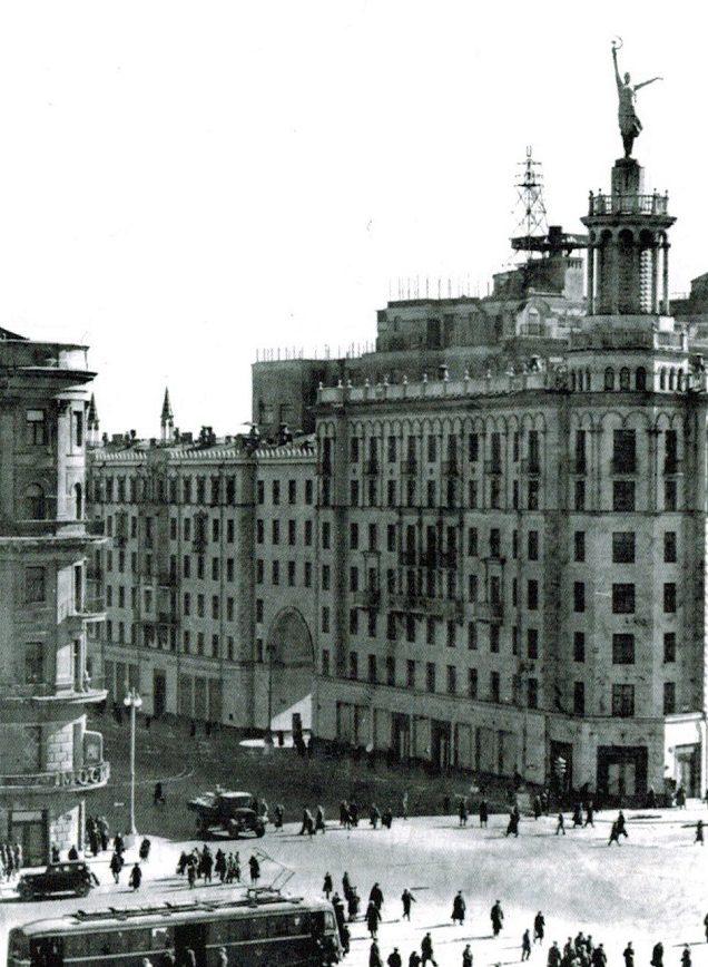 Пушкинская площадь. Лето, 1943 г.